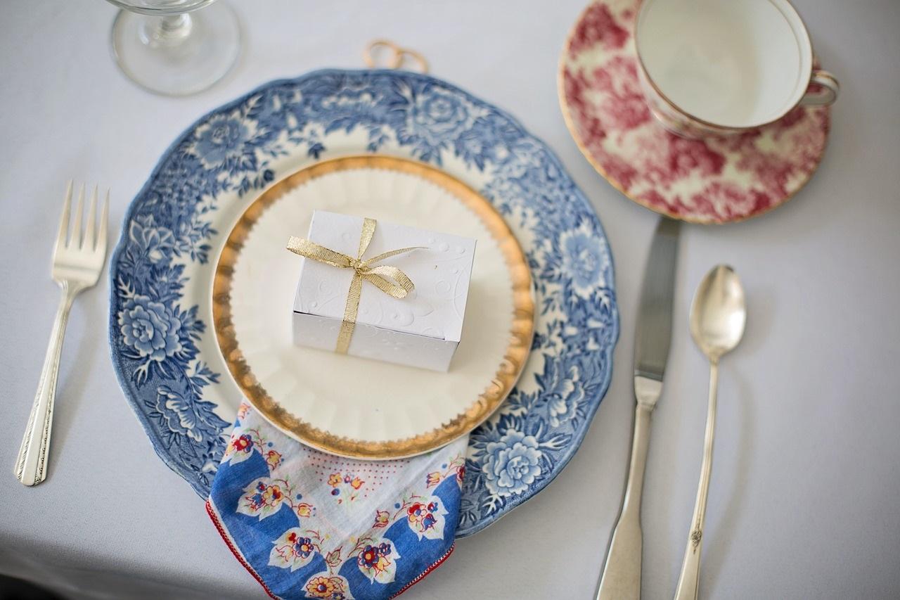Mettez du bleu dans vos assiettes pour un esprit vintage